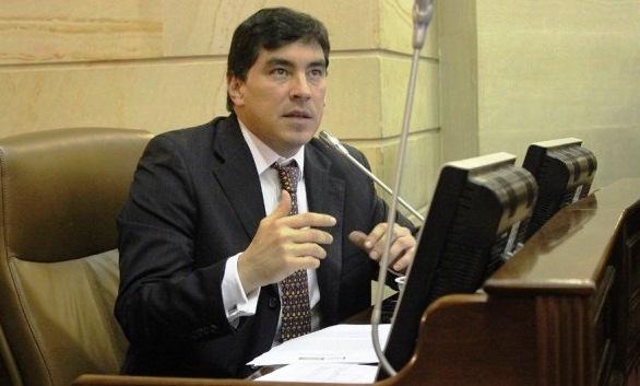 Santos destruyó el Congreso y ahora va por la Corte Constitucional: Álvaro Hernán Prada