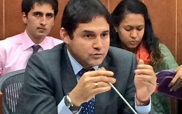 Senador Henríquez, rechaza el recorte del presupuesto al deporte. Deportistas reclaman vehemente. El Pibe Valderrama en su estilo.