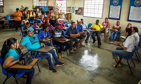 Unidad de Restitución de Tierras se reúne con víctimas grupos étnicos en Panamá