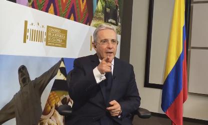 Uribe insiste en recoger firmas para un referendo. Vía del Congreso no es la correcta para el Acuerdo Santos-Farc.