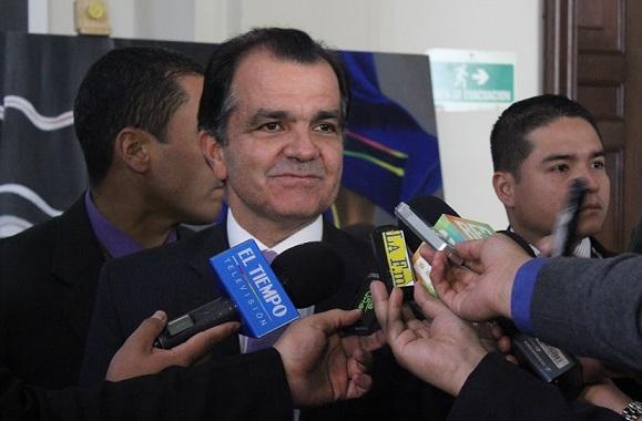 Zuluaga denunció a Santos en la Comisión de Acusaciones de la Cámara por manifestaciones falsas en CNN