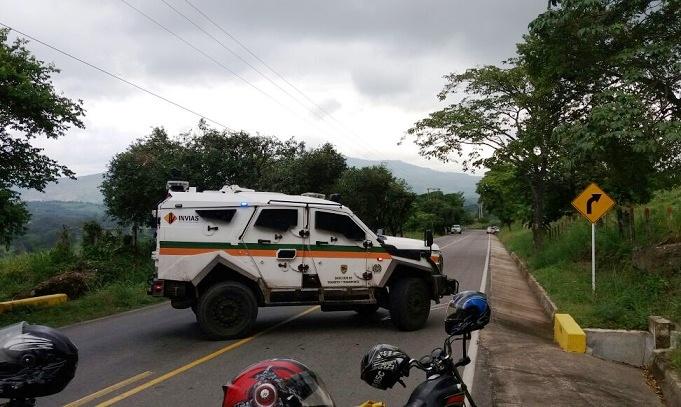 Queman bus en vía Medellín Quibdó. Vía Sardinata-Cúcuta, camioneros alertan por vehículo con explosivos