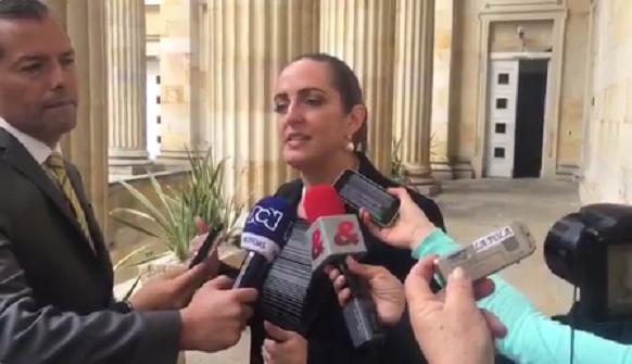 María Fernanda Cabal, denuncia estrategia del régimen para desprestigiarla. Sospecha sobre Hollman Morris