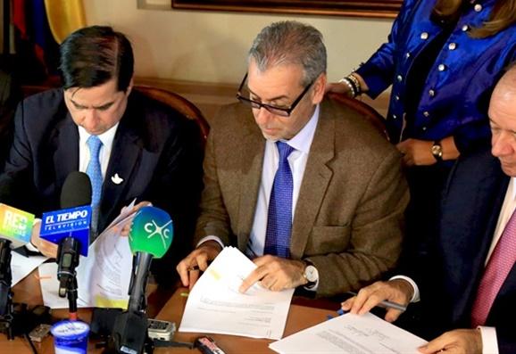 Gobierno Nacional radicó proyectos de Acto Legislativo para incorporar el sistema integral de justicia, verdad y reparación a la Constitución