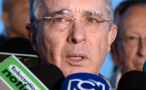 Uribe insiste en que Santos, con manidas excusas en nombre de la paz, pretende imponer una dictadura