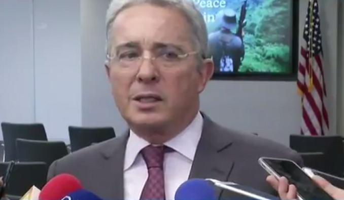 Los dictadores, en nombre de la paz han eliminado la democracia: Uribe en Washington