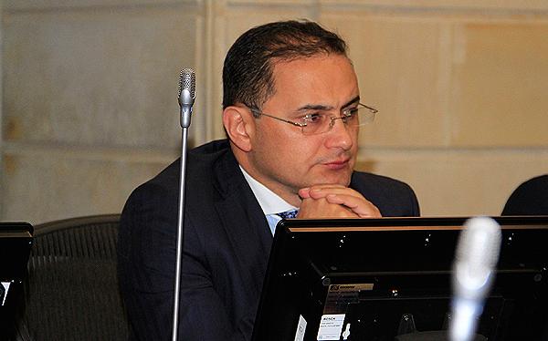 Mujeres y niños las mayores víctimas de violencia sexual en Colombia: Senador Castañeda