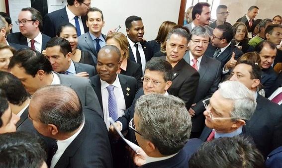 Uribe ofrece su acompañamiento al Gobernador de Antioquia a las zonas de preconcentración de las Farc