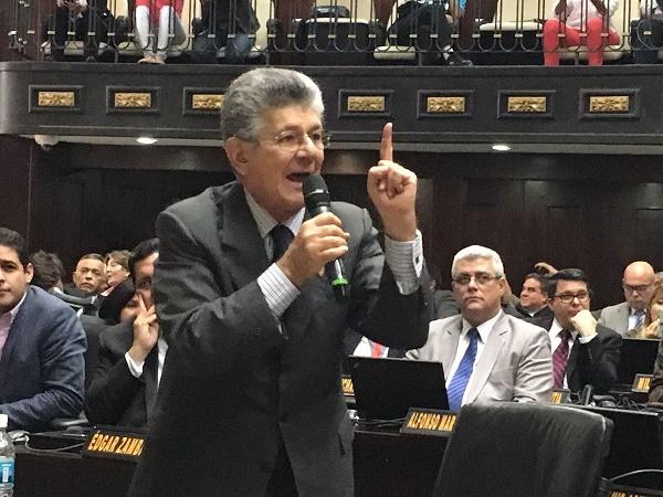 Asamblea de Venezuela, declaró el abandono del cargo de Maduro, según art 233 y 232 de la Constitución