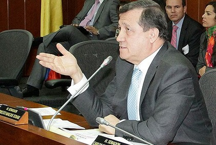 Aportaremos pruebas contra ministras de Santos por favorecer negocios de familia Parody: Ernesto Macías