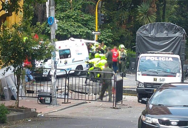 Indignación general por atentado contra cerca de 30 hombres de la Fuerza Pública. Rechazo a la respuesta de Santos