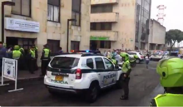 Presos del Centro de Servicios Judiciales de Bucaramanga, se amotinaron reclamando por el hacinamiento, hubo intento de fuga