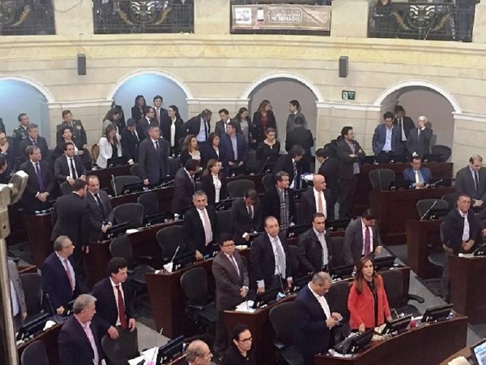 Aún con fuerte oposición, congresistas gobiernistas aprobaron la Jurisdicción Especial de Paz