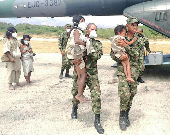 Ejército y autoridades de Salud del Cesar, llevan ayudas a indígenas y evacuan una familia Kogui