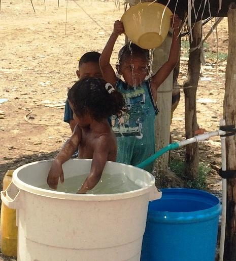 Triple A, invita a celebrar el Día Mundial del Agua, bailando y tomando agua en Barranquilla