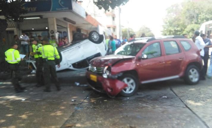 Aparatoso accidente en la calle 76 con carrera 46 en Barranquilla, deja 5 heridos, 3 mujeres