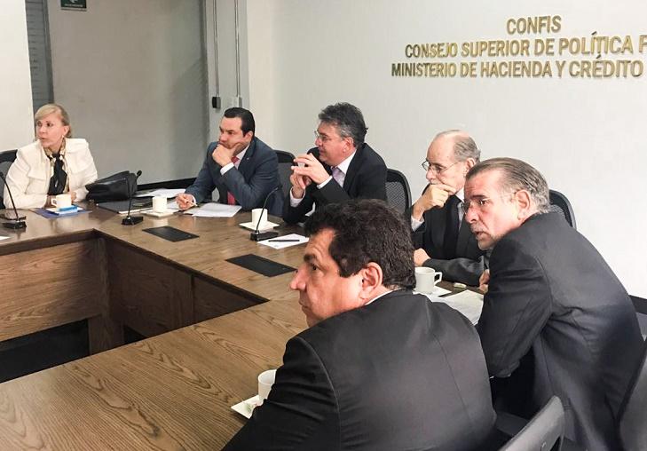 Gobernadores insisten en descentralización de recursos de Regalías para vías terciarias