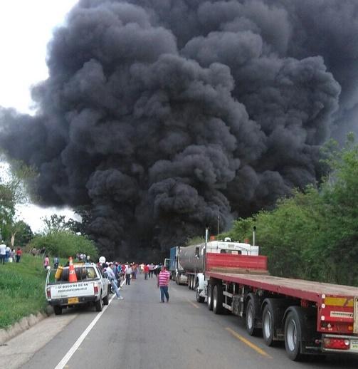 Accidente de tractomula con 9.000 galones de ACPM, ocasionaron el cierre de la Troncal del Caribe este martes