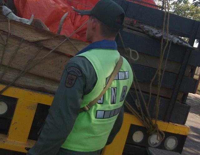 Décima Brigada Blindada capturó en La Guajira a militar venezolanos con armas y autopartes ilegales
