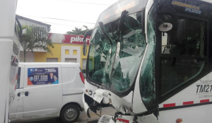 Accidente terrible de tres articulados de Transmetro, deja 80 heridos en Barranquilla