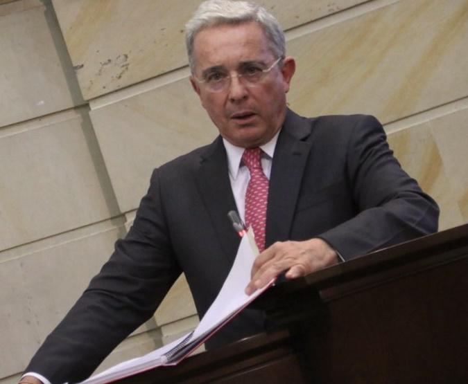 Caso Zuluaga no tiene que ver con soborno, pidió que lo investigaran, Santos No, a Santos lo citó el CNE: Uribe en el debate de Odebrecht