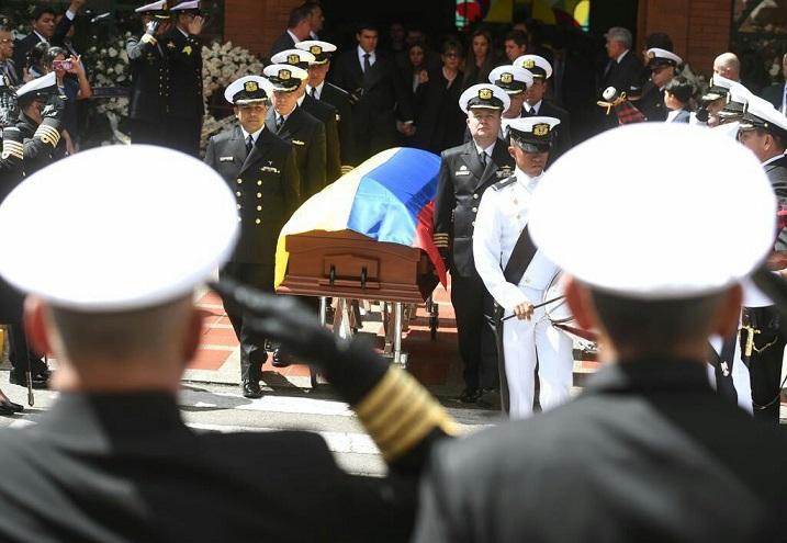 Colombia despide con honores militares al marinero de mil batallas y recordado caballero del ancho mar, Almirante Leonardo Santamaría