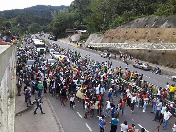 Gobierno envía dos comisiones luego de 8 días de paro en Buenaventura y 14 Chocó. Pérdidas por $55 mil millones