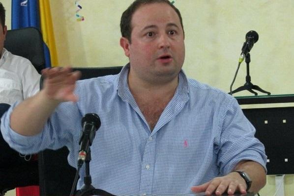 Senadores del CD denuncian manejo mediocre del Gobierno que afectará fuertemente a la economía ganadera