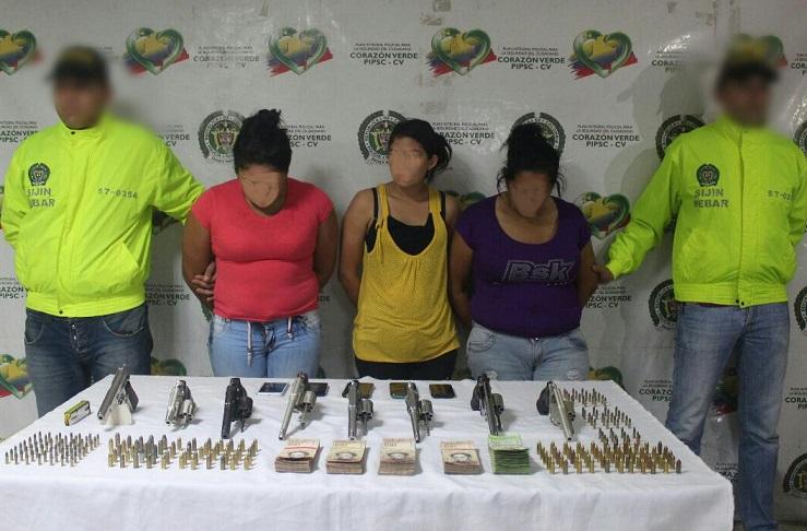 Policía captura en Barranquilla 3 mujeres de Las Venecas con 8 armas de fuego y municiones