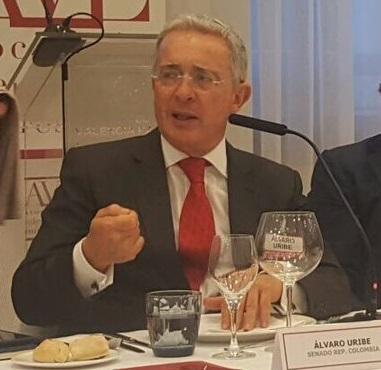 El pueblo colombiano es un gran pueblo que saldrá adelante a pesar del mal Gobierno, aseguró Uribe en España