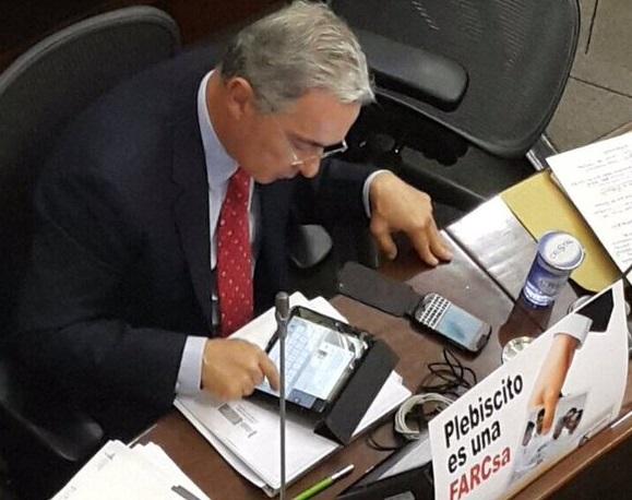 Centro Democrático afirma que el trino de Uribe sobre la base de un Whats App era real. Se eliminó por petición del empresario