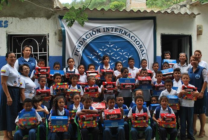 La Fundación FIMLM entregó calzados a los Niños y Niñas de Los Cardonales en Santa Marta