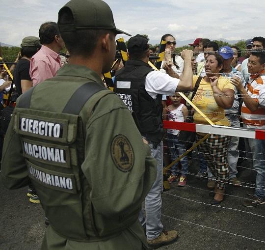 Acusan a la Guardia Nacional de Venezuela, de asesinar a un colombiano en la frontera, raptar a dos más y llevárselos a su país