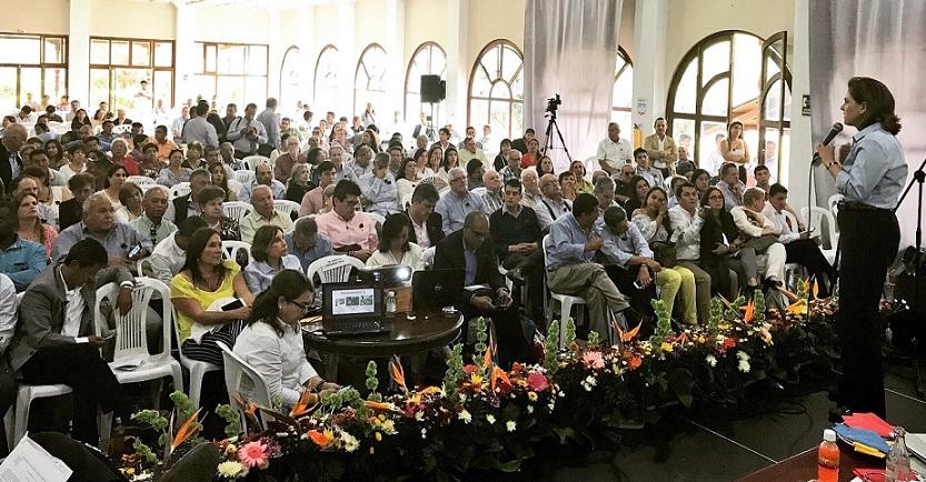 Una política de tierras que promueva la productividad rural y la sostenibilidad ambiental, propone María del Rosario Guerra