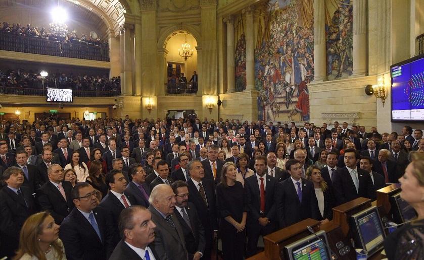 Señor Juan Manuel Santos, usted de qué país habla? Por: Duván Idarrága