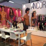 La novedad de dos jóvenes con los vestidos de baño de ANCORA, impacta en Colombiamoda
