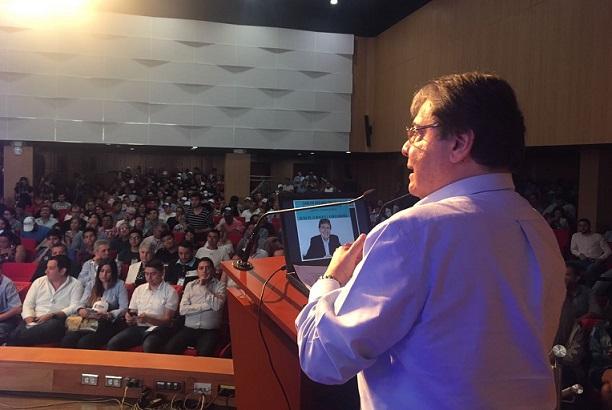 Aquí necesitamos excelencia económica y excelencia ambiental: Carlos Holmes Trujillo