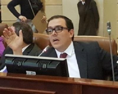 El Gobierno impone la reforma política para ayudar a las Farc: representante Santiago Valencia