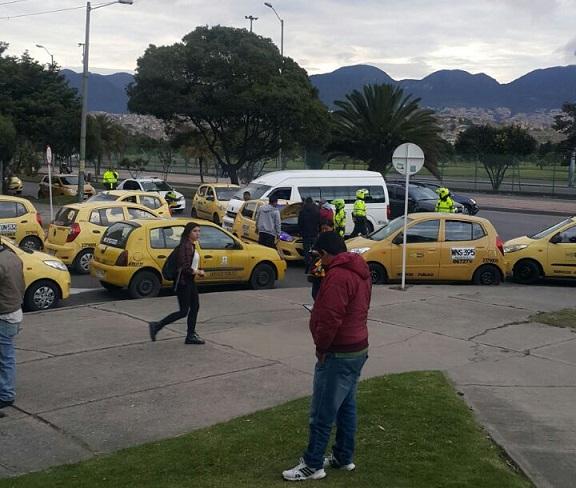 Disturbios y enfrentamientos en Paro de taxistas en Bogotá, además de congestión de las vías