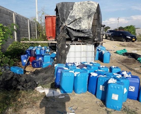 En Soledad la Dirección Antinarcóticos incautó 8 toneladas de ácido sulfúrico usada para procesar cocaína