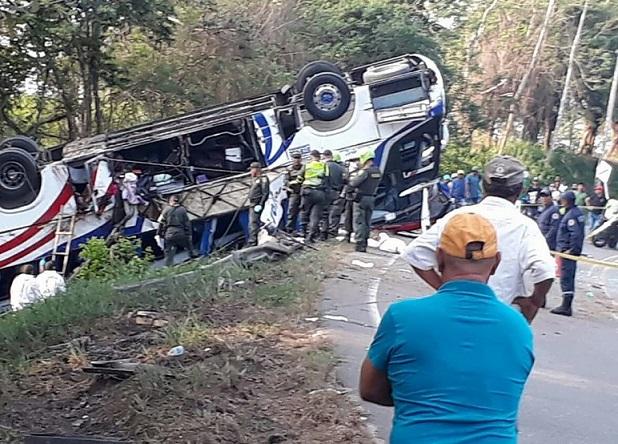 Accidente de Brasilia en Planeta Rica, Córdoba deja 5 muertos y 17 heridos, 5 son extranjeros. Una menor fallecida
