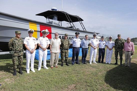 gobernador-entrego-equipamiento-a-fuerzas-militares-del-atlantico-2
