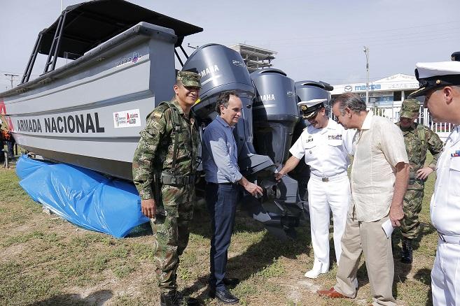 gobernador-entrego-equipamiento-a-fuerzas-militares-del-atlantico-3