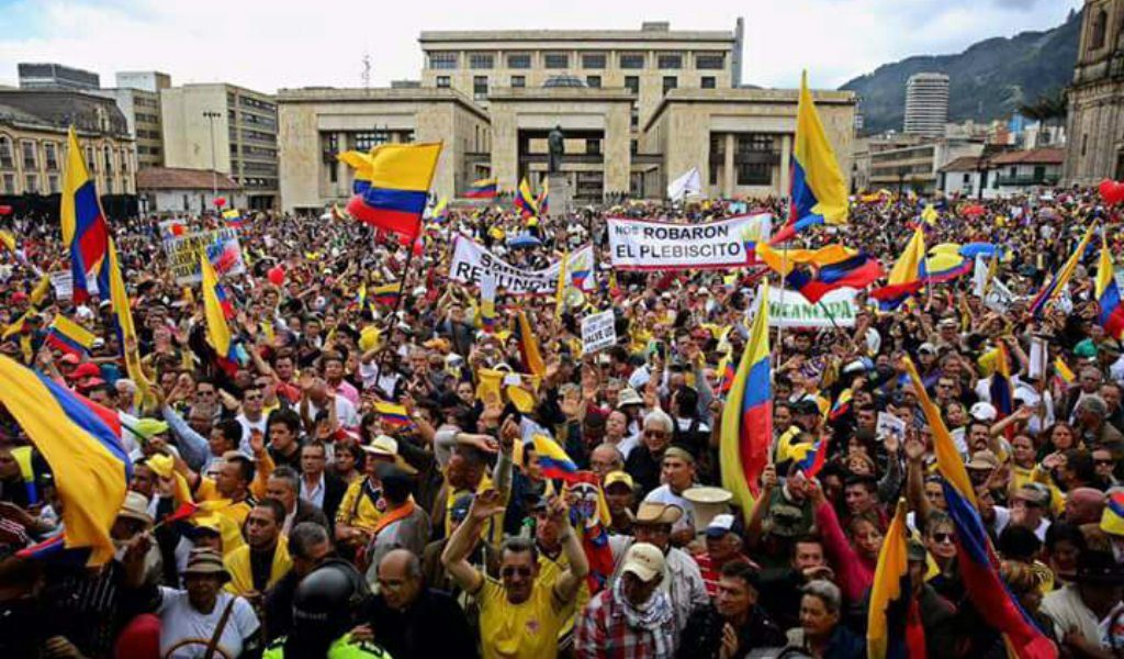 Uribe convoca a movilizarse contra el régimen de Santos. Insiste en un Acuerdo Nacional para las 16 Circuncripciones Especiales