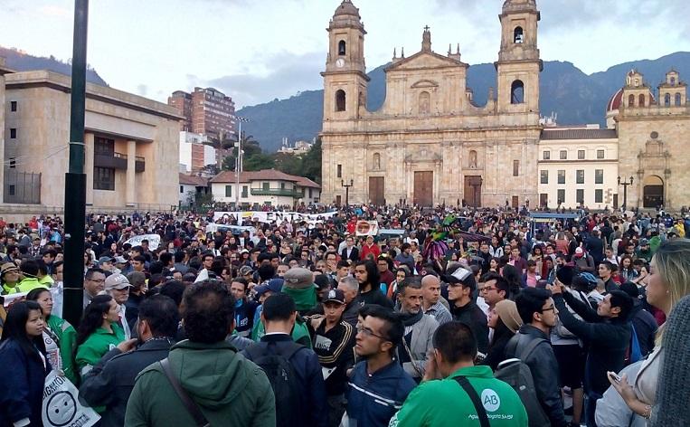 Otro Desacato petrista a las leyes, en redes y en la Plaza de Bolívar en descontento por negativa del CNE contra la revocatoria de Peñalosa