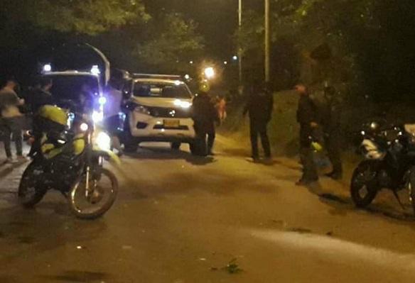 En atentado terrorista contra la Policía, asesinan dos uniformados en San Vicente del Caguán. Muere un civil, al parecer guerrillero