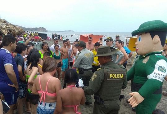 Policía advierte a los bañistas por presencia de Aguamalas en playas del Atlántico