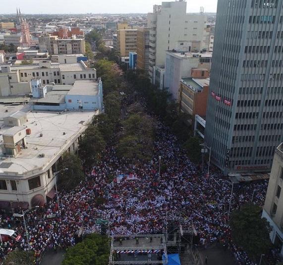 A Petro le quedó grande la plaza de la Paz. Y a Vargas Lleras le quedó chiquito el Paseo Bolívar