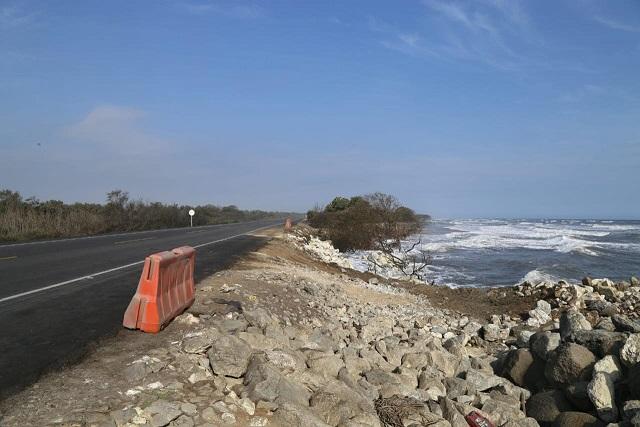Presionado, el Gobierno Nacional propone medidas para enfrentar emergencia causada por la erosión costera en la vía Ciénaga Barranquilla