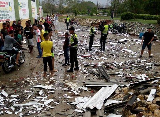 Vendaval deja graves destrozos en Barranquilla y municipios del Atlántico y del Magdalena. Se evalúan los daños